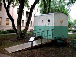 Michael C. McMillen:<BR>Dr. Crump's Mobile Field Lab